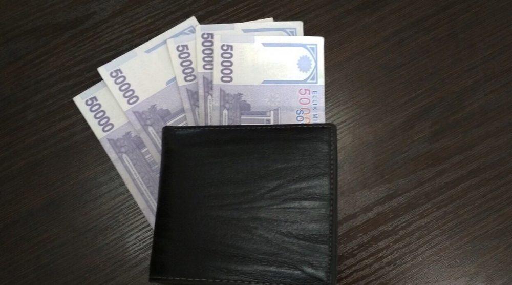 кошелек с валютой